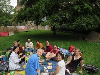 Hungrig nach der Anreise, starteten wir mit dem veganen Picknick.