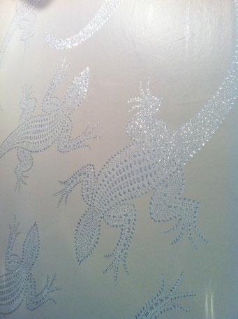 détail déco papier peint sur un pan de mur