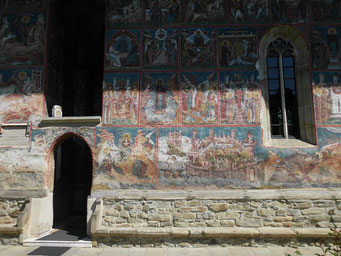 berühmte Außenmalerei am Kloster