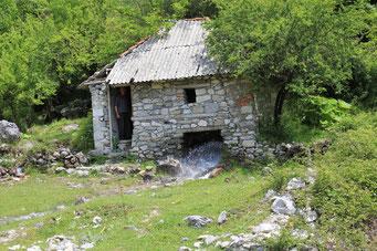 Maismühle mit Wasserrad