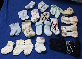 art.1.15.516 söckchen von neugeboren bis gr62  alles zusammen 20chf , einzeln 2chf