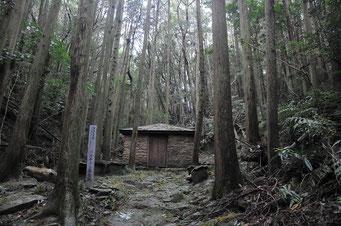 バスチャン屋敷跡。山の中に復元されています。バスチャンという洗礼名の日本人が弾圧から逃れて隠れ住んだ場所と言われています。ここも世界遺産から外れています。