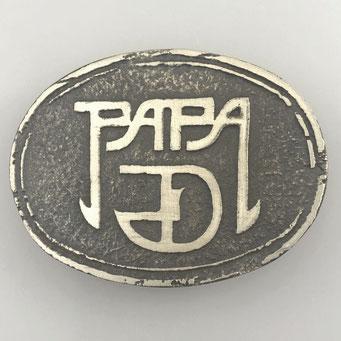 """Individuelle Gürtelschnalle """"Papa"""", gefertigt nach Kundenwunsch. Handarbeit, gefertigt im Sandguss aus Neusilber (Alpaka) mit antik patinierter Oberfläche. - nachguss.de"""