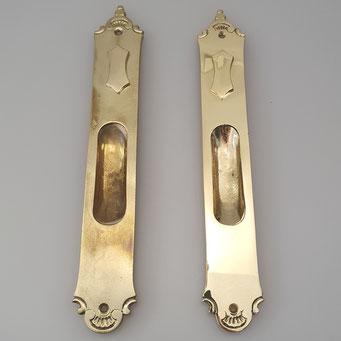 Original und Nachguss von historischer Schiebetürmuschel mit Schlüssellochklappe. Gefertigt in Handarbeit aus massivem Messing. - nachguss.de