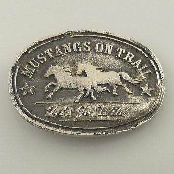 """Individuell gefertigte Gürtelschnalle für Pferdeliebhaber, speziell Mustangs. Handarbeit aus massiv Messing mit Oberfläche in """"Nickel antik"""". - nachguss.de"""