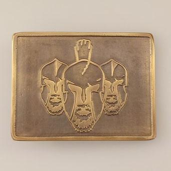 Einzelanfertigung einer individuellen Gürtelschnalle als Geburtstagsgeschenk. Als Vorlage wurde uns das Logo eines Boxclubs zur Verfügung gestellt. Die Schnalle ist aus massivem Messing mit patinierter Oberfläche. - nachguss.de