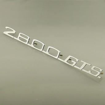 """Anfertigung eines Schriftzuges für BMW 2800 GTS. Vom alten Original war nur noch das """"2800"""" vorhanden. Der Schriftzug wurde nach Bildvorlagen vervollständigt, aus Messing gefertigt und abschließend glänzend verchromt. - nachguss.de"""