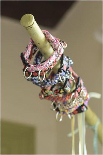 jaaaah! De bestelde halsbandjes van Dierenlantijntjes zijn binnen. Elk hun eigen kleurtje.. Nog een weekje of 2 wachten tot ze passen.
