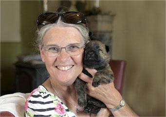 mijn zus Wilma... (heeft alle pups geknuffeld... en allemaal te lief bevonden)