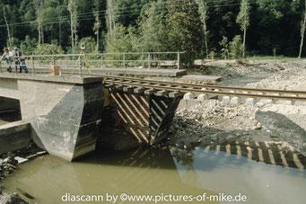 """Müglitzbrücke in Schlottwitz neben der """"Straße der AWG"""""""