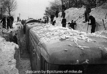 eingescheiter Zug zw. Helmsdorf und Stolpen 1970 Fotos: Helmut Fuchs, Sammlung Mike Röntsch