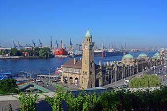 An den St. Pauli Landungsbrücken