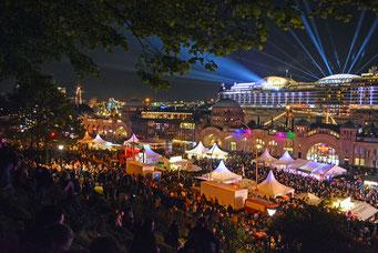 Zum Feuerwerk mit der AIDAprima zum 828.Hamburger Hafengeburtstag