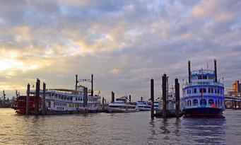 Blick von der Kehrwiederspitze in der Hamburger Niederhafen