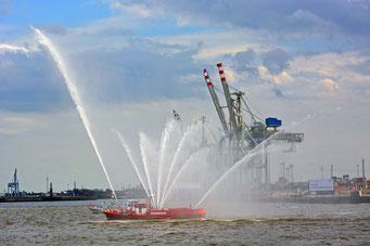 Eröffnung der Einlaufparade zum 826.Hamburger Hafengeburtstag am 08.05.2015