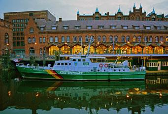 KÜSTENWACHE OLDENBURG vor dem DEUTSCHEN ZOLLMUSEUM in der HafenCity (Alter Wandrahm)