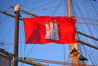 Hamburg-Flagge auf der RICKMER RICKMERS