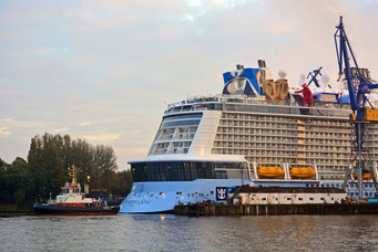 Ausdocken der QUANTUM OF THE SEAS aius DOCK ELBE 17 am 25.10.204