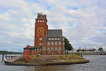 Seemannshöft (Pegel-/Messstation) an der Einfahrt zum Tankschiffhafen