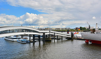 Überseebrücke zur CAP SAN DIEGO
