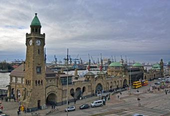 Uhren-/Pegelturm an den St. Pauli Landungsbrücken
