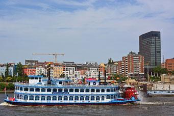 Fahrgastschiff LOUISIANA*STAR in Höhe Fischmarkt