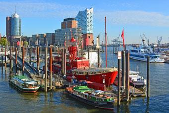 Hamburger Niederhafen mit dem FEUERSCHIFF