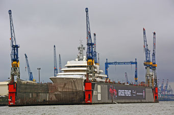 MegMega-Yacht ECLIPSE im DOCK ELBE 17 am 21.02.2015a-Yacht ECLIPSE im DOCK ELBE 17 am 21.02.2015