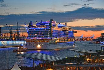 Im Hamburger Hafen mit AIDAprima zu den Hamburg Cruise Days 2017