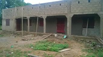 Bauarbeiten an der Maternelle, Mai 2017 (Vorderansicht des Schulgebäudes)
