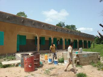Bauarbeiten an der Maternelle, August 2017 (Vorderansicht des Schulgebäudes)