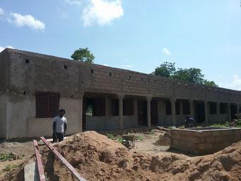 Bauarbeiten an der Maternelle, Juni 2017 (Vorderansicht des Schulgebäudes)
