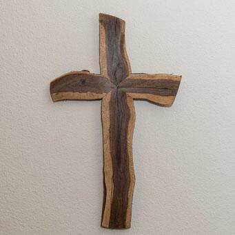 Kreuz aus Weinstock, naturgeölt.