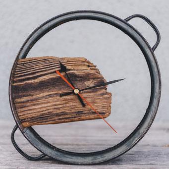 Originelle Uhr mit Tortenring.