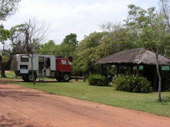 Stellplatz auf dem camping municipal, mit gedeckter Pergola