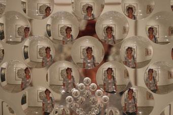 nein, wir haben nicht zuviel ins Weinglas geschaut..... moderne Glaskunst