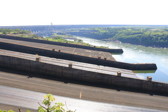 diesmal sind wir auf der paraguayischen Seite des Staudamms
