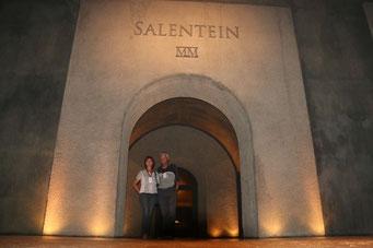 wir zwei auf Gut Salentein, ein wahrer Weintempel