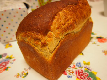 味噌食パン(1斤) 塩は入れません、味噌の風味が味わえる和風の食パンです ★
