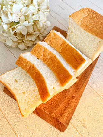 牛乳食パン(1斤)材料のシンプルさと生地に驚いて下さい!驚異の柔らかさ ★★★