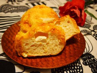 チーズチーズ(中2つ) 湯種と2種類のチーズを入れて、もちもち生地に仕上げます ★★