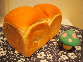生クリーム食パン トーストしたときのサクサク感が特徴の食パンです ★