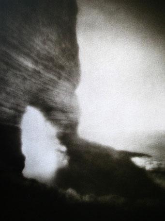 """Amont,  2003, """"Zone Plate"""", tirage au charbon, bichromie FRESSON, format image 30x40cm, montée sous passe partout 50x60cm, numéro 2/5. © Annick Maroussy"""
