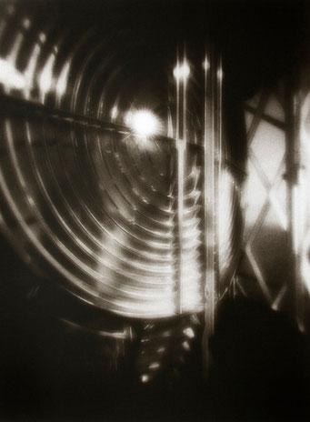 Ouessant, Lentille de Fresnel, Créac'h, 2005, tirage procédé FRESSON, format image 30x40cm, sous passe-partout 50x60cm, 1/5. © Annick Maroussy