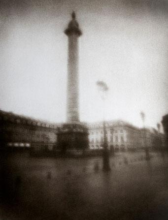 Colonne Vendôme, 2006, tirage procédé FRESSON, bichromie, Numéro 1/5, format image 30x40 cm. © Annick Maroussy