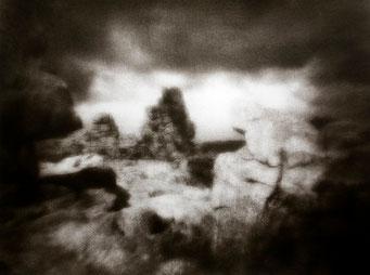 Ouessant, Roches ouessantines, Pointe de Créac'h, 2005, tirage procédé FRESSON, format image 30x40cm, sous passe-partout 50x60cm, 1/5. © Annick Maroussy