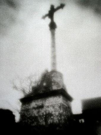 Ouessant, Lampaul calvaire, 2005, tirage procédé FRESSON, format image 30x40cm, sous passe-partout 50x60cm, Numéro 2/5. © Annick Maroussy