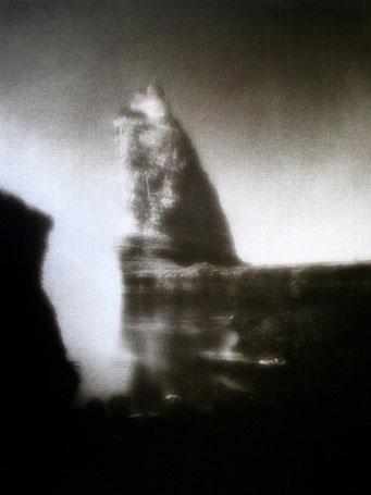 """Roc Vaudieu (V),  2003, """"Zone Plate"""", tirage au charbon, bichromie FRESSON, format image 30x40cm, montée sous passe partout 50x60cm, numéro 1/5. © Annick Maroussy"""