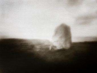 Ouessant, Pierre Levée, Lan Pen Ar Lan, 2005, tirage procédé FRESSON, format image 30x40cm, sous passe-partout 50x60cm, 1/5. © Annick Maroussy