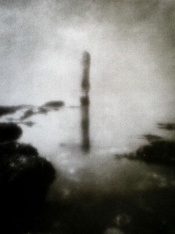 """Aiguille de Belval (V), 2003, """"Zone Plate"""", tirage au charbon, bichromie FRESSON, format image 30x40cm, montée sous passe partout 50x60cm, numéro 1/5. © Annick Maroussy"""